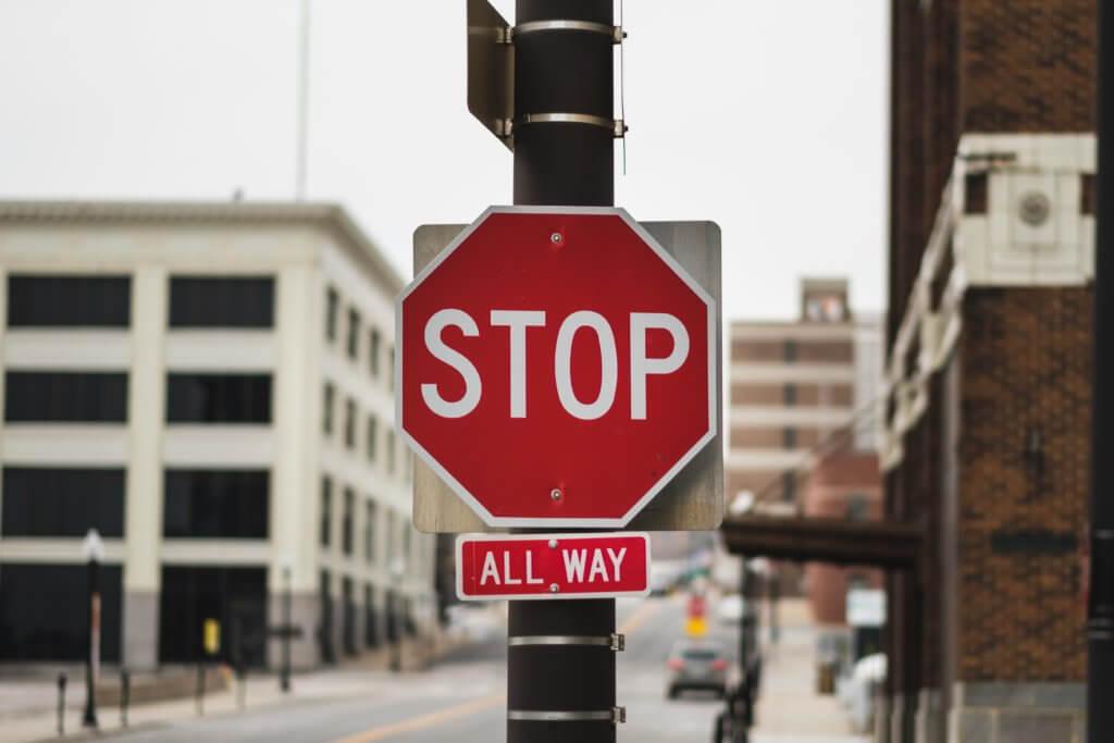 停止の道路標識
