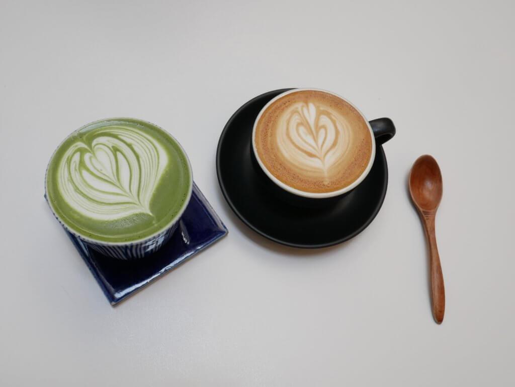 2つのラテアートコーヒー